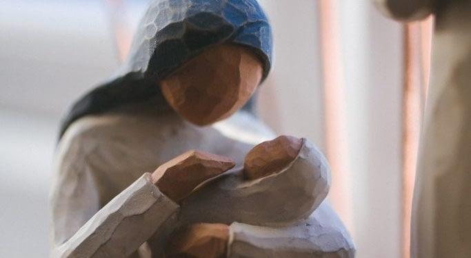 সন্তানের মুখে আহার দিতে মাথার চুল বিক্রি করলেন মা! - Bongo Mirror